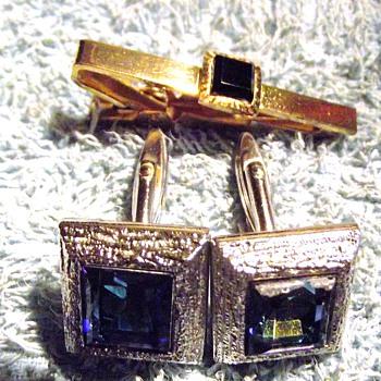 1966-1968 mens tie pin and cuflinks.