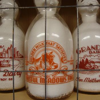 PEACEFUL MEADOWS DAIRY...WHITMAN MASSACHUSETTS BABY TOP MILK BOTTLE - Bottles