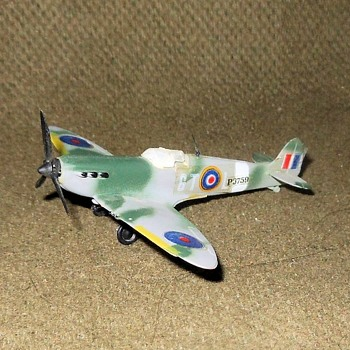 Bachmann Mini-Planes British Spitfire 1970s - Military and Wartime