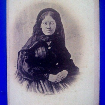 Civil War Era Photo Carte De Visite--Can This Be A Woman In Mourning? - Photographs