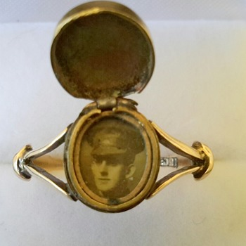 WWI 15ct Gold Photo Signet Ring SWEETHEART PIECE