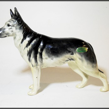 BESWICK ( England ) - GERMAN SHEPHERD Alsatian Dog - Pottery