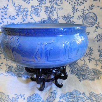 Wedgwood China Queensware Serving Bowl??? Or Made By Who?