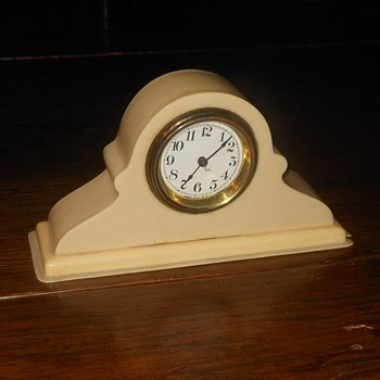 Vanity Set Clock Bakelite 1920s - Accessories