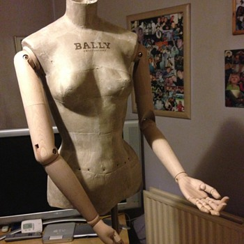 A Bally manikin Mannequin - Advertising