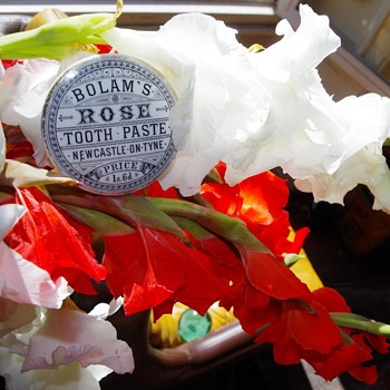 BOLAM'S ROSE TOOTH PASTE NEWCASTLE ON TYNE POT LID - Advertising