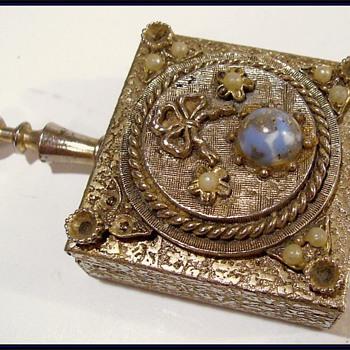 Ladies -- Vintage Portable Purse Ashtray ( 1960's ) - Tobacciana