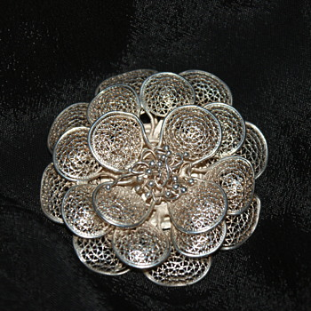 Unmarked Filigree Brooch - Fine Jewelry