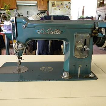 Sewing Machine La Salle - Sewing