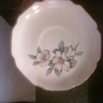 Beautiful Dinnerware and Glassware I see no mark what so ever if someone could reconize it would be great. Please Comment. - China and Dinnerware