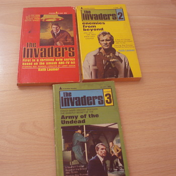 THE INVADERS 1967 - Books