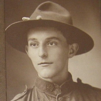 WW1 soldier with Keystone collar brass - Photographs