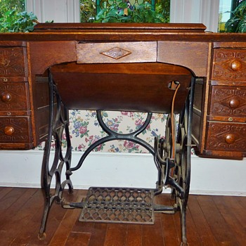 BETSY ROSS TREADLE FROM CHARLES WILLIAMS STORE