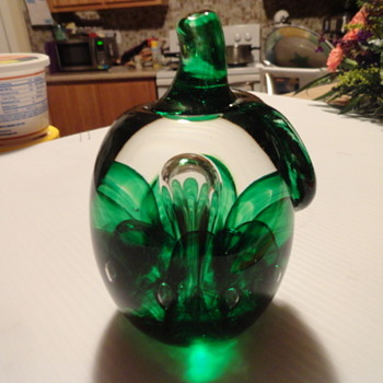 2001 joe rice all green glass apple or pepper - Art Glass