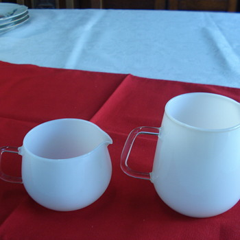 Two pithchers that have my age (Jeaner Glas 1956) - Glassware