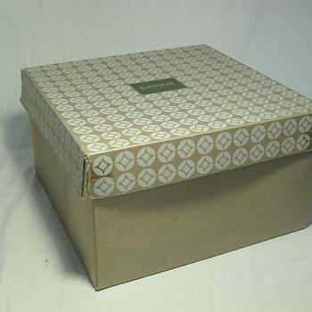 The T. EATON Co Limited, Winnipeg Hat Box