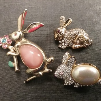 Vintage rabbit brooch trio  - Animals
