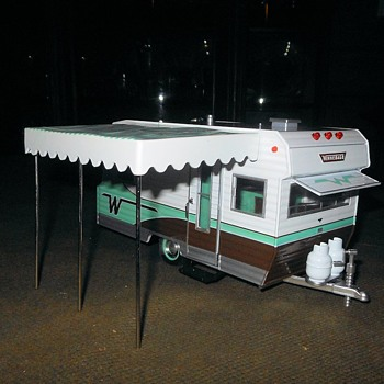 Greenlight Collectibles 1:24 Scale 1964 Winnebago 216 - Model Cars