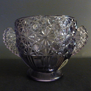 Fenton amethyst daisy and button sugar bowl - Glassware