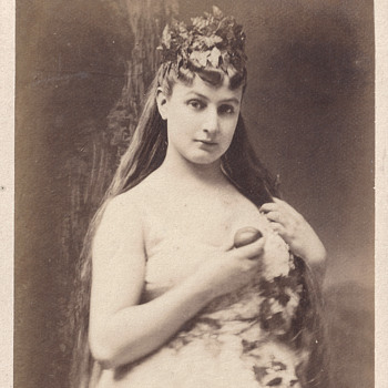 Parisian Courtesan Amélie Latour (Emilie Lyauté) CDV by Uncredited Studio - Photographs