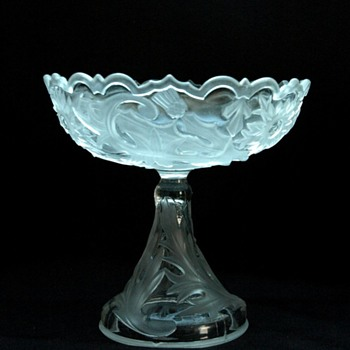 art nouveau vallerysthal footed bowl - thistle pattern. 1902