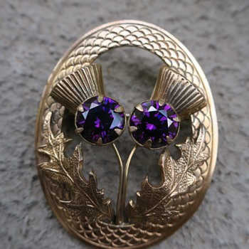 Thistle brooch - Costume Jewelry