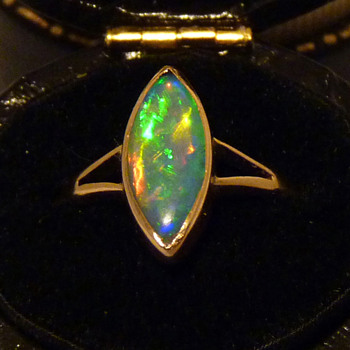 Very Bright Crystal Opal in a 15ct Gold Ring, circa 1930 - Art Deco
