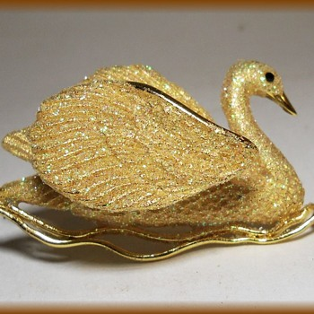 Unknown SWAN Brooch - 3D type with Movement !! - Costume Jewelry