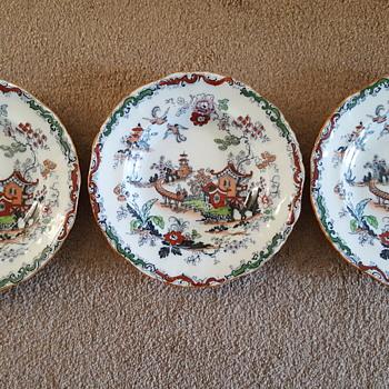 A set of Ashworth Bros Hanley plates - Pottery