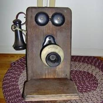 19(??) Kellogg Telephone - Telephones