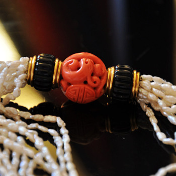 Exceptional Early Cartier Carved Coral Bead, onyx and pearls necklace, with 18k solid gold mount - Fine Jewelry