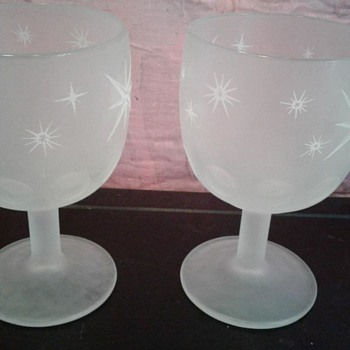 Goblets, opaque glass, white star pattern - Glassware
