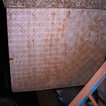 Plywood trunk with retro covering needed fixing