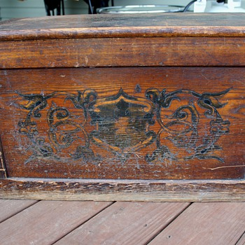 antique chest - age query (with better pictures) - Furniture