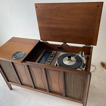 Montgomery Ward / Airline Solid State Turntable Console - Radios