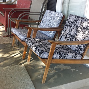 mid century lounge chairs