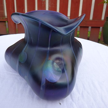 Kralik 'Streifen und Flecken': Triangular Shape - Art Glass