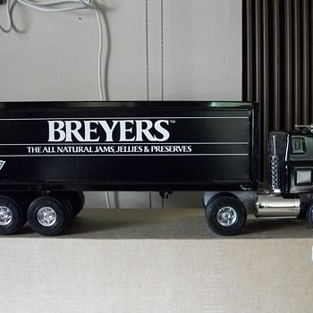ERTL 8028 Breyers Jam, Jelly, and Preserves truck