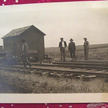 PHOTO 1912-16 Leith,NORTH DAKOTA--TRAIN?  MIDDLE ON NOWHERE-WHAT ARE THESE GUYS GOING TO DO THERE? ENLARGE PHOTO! - Photographs