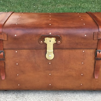 1880's Alexander McDonald Sole leather trunk. - Furniture