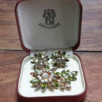 Australian Jewelcrest boxed brooch and earring set. - Costume Jewelry