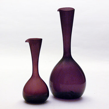 2 jugs designed by Arthur Percy or Kjell Blomberg, for Gullaskruf - Art Glass