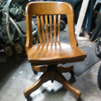 Swiveling oak desk chair - Furniture