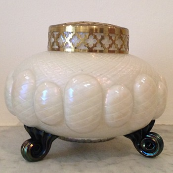 Mother of pearl quilted scroll-footed rosebowl - Art Glass