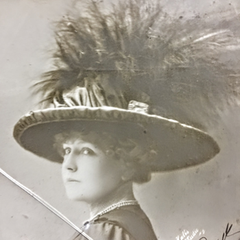Signed photograph from 1912 - Photographs