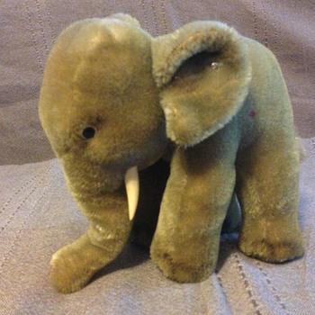 Steiff Elephant with Red Felt Saddle EAN 6317