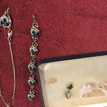 Trifari  jewelry set  - Costume Jewelry