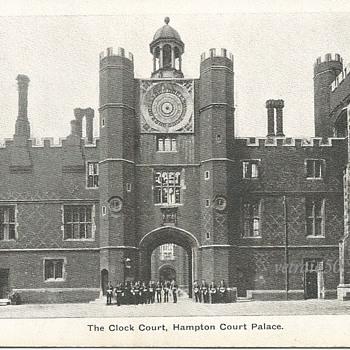 THE CLOCK COURT, HAMPTON COURT PALACE. - Postcards