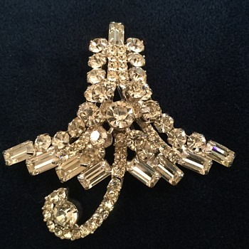 RARE D & E UMBRELLA BROOCH...not juliana! - Costume Jewelry