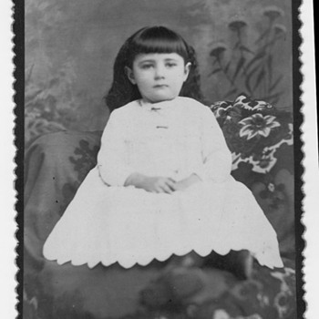 Cabinet card of a girl? Memorial photo - Photographs